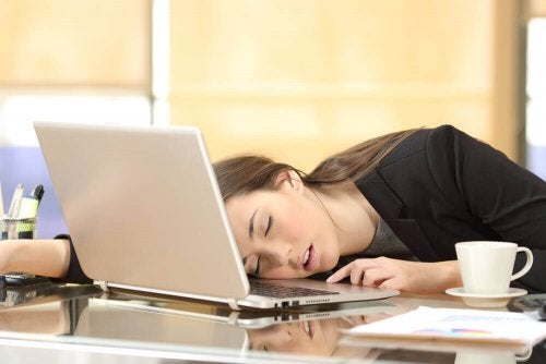 A woman with narcolepsy asleep in her laptop.