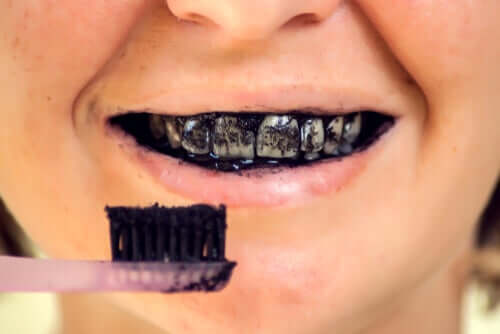 Risks of Activated Charcoal for Oral Health