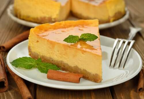 Some cheesecake on a plate.