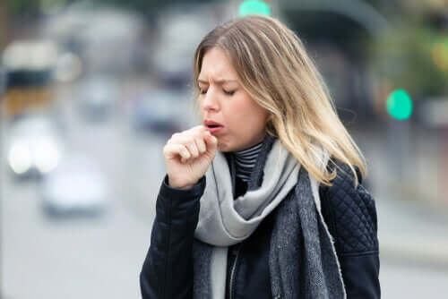 Dry coughing is a symptom of coronavirus.