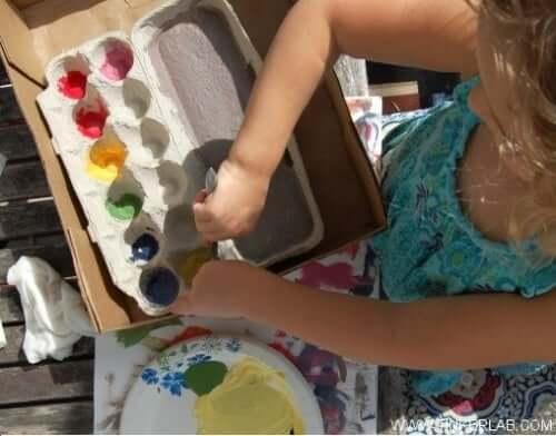 Child painting to stimulate brain health.