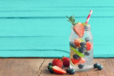 Cold Fruit Infused Water Recipes to Enjoy in the Summer
