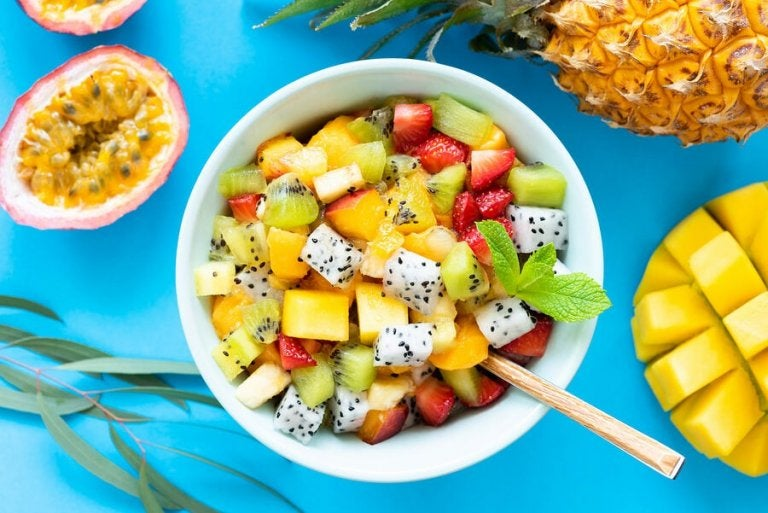 6 Delicious Recipes for Fruit Salads with Wild Herbs