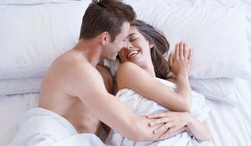 A happy couple in bed without female sexual problems