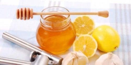 Honey and lemon natural remedies