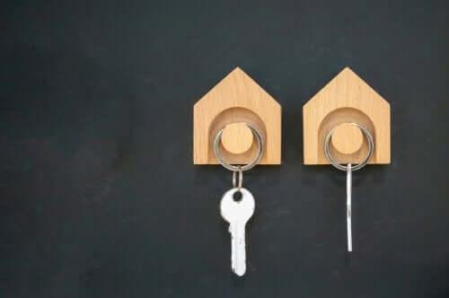 Two key hangers.