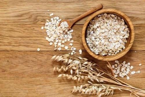 A bowl of oats.