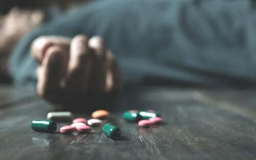 Overdose from abuse of prescription medication.