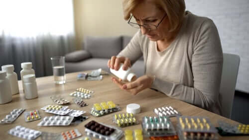 A woman counting her tablets.
