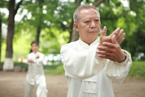 Man practicing tai chi for fibromyalgia.