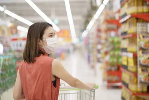 A woman shopping during quarantine.