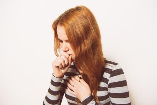 Det är normalt att hosta börjar med en torrhosta som senare utvecklas till en produktiv hosta.
