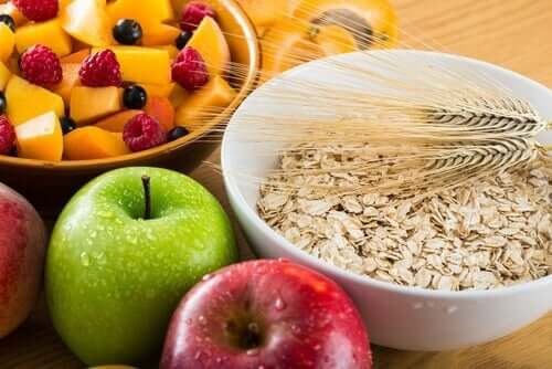 Bowls of fruit and oats, part of a healthy diet to prevent a heart attack.