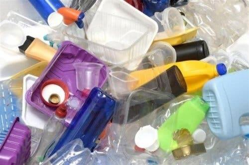 Different types of plastics people use.