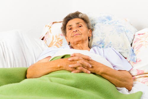 A woman with Alzheimer's disease laying in bed.