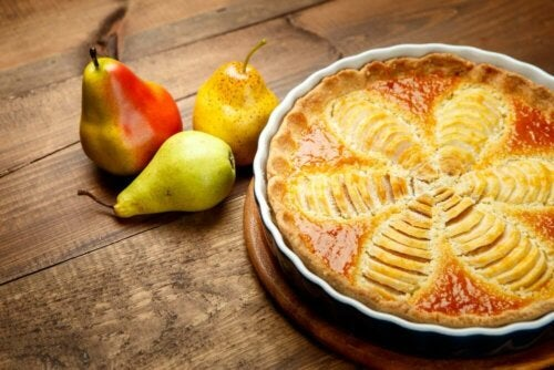 A baked pear pie.