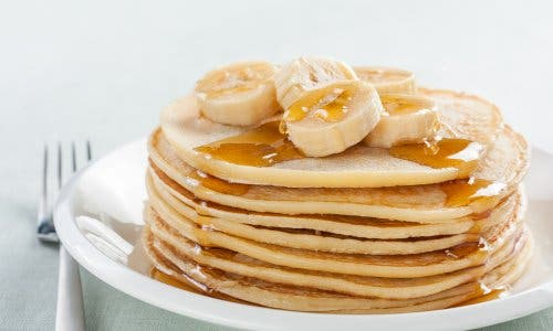 Banana hot cakes on a plate.