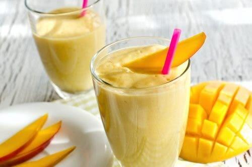 Carrot mango citrus smoothies.