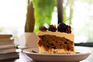 Sugar-Free Coffee Cake with Blueberries