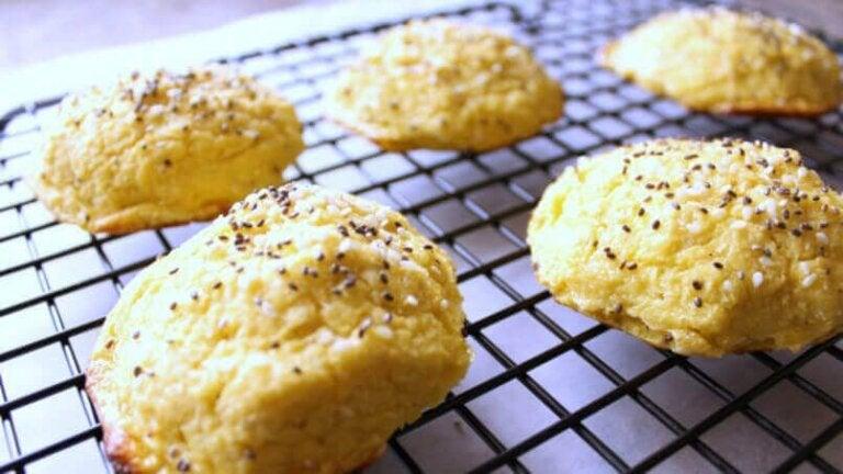 How to Make Cauliflower Garlic Bread