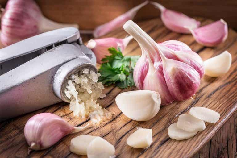 How To Reduce Cholesterol with Garlic: 3 Home Remedies