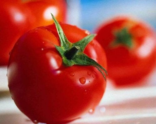 Tomatoes to help lighten dark spots