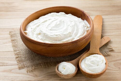 A wooden bowl of yogurt to reduce rheumatoid arthritis pain.
