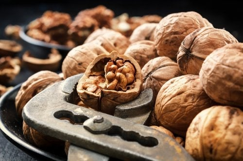 Walnuts are among the types of food that improve circulation.