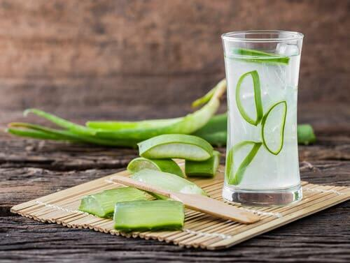 Aloe vera juice in a glass, a natural remedy for type 2 diabetes.