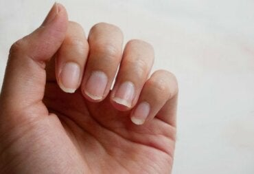 How to Strengthen Your Fingernails Naturally: 5 Tips