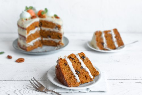 2 Delicious and Easy Carrot Cake Recipes