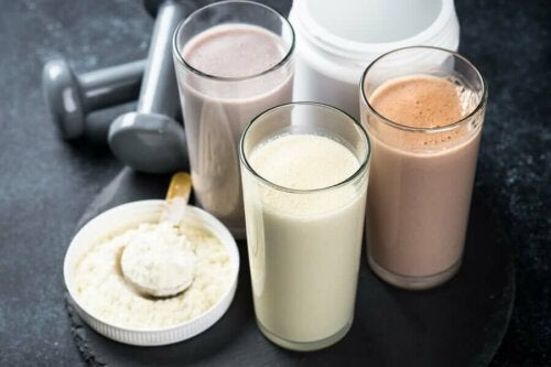 Protein shakes next to protein powder, best consumed during an anabolic window.