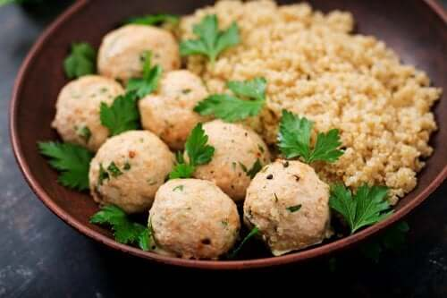How to Make Quinoa and Garbanzo Meatballs