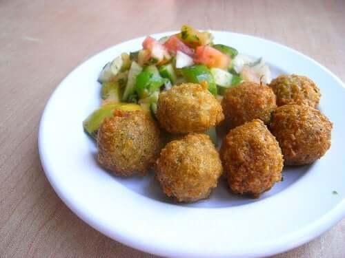How to make quinoa and garbanzo meatballs