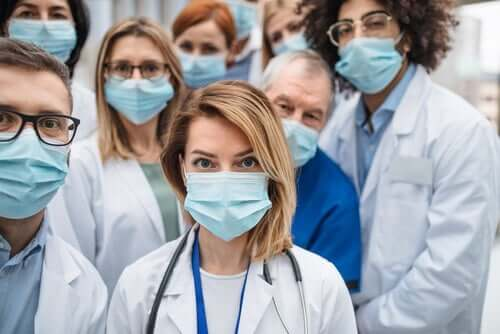 A group of medical staff wearing masks.