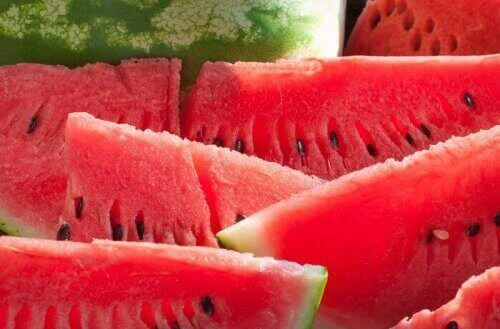 Watermelon is a fruit that can help you lose weight.