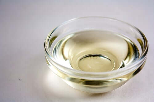 A ramakin of coconut oil, one of the Vegetable Oils to Hydrate Hair