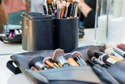 Tips To Keep Your Makeup Bag Clean