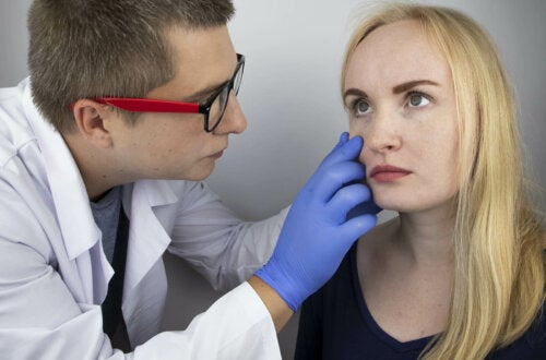 A doctor looking at a woman's eyes.