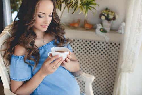 Should You Drink Tea During Pregnancy?