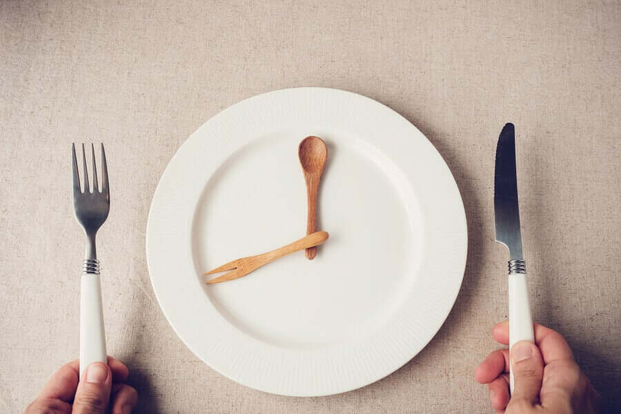 A clock on a plate.