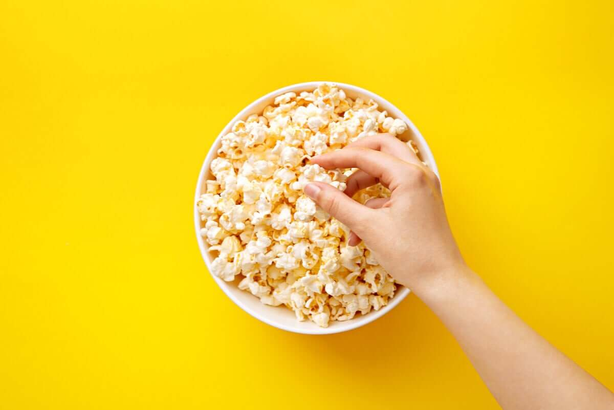 Popcorn is a healthy snack.