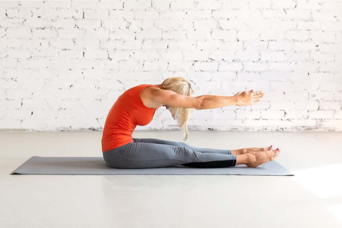 The Pilates spine stretch.
