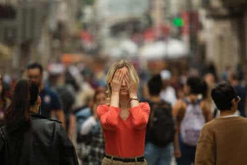What Are the Symptoms of Agoraphobia?