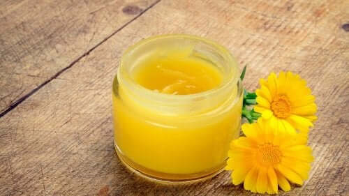 Arnina ointment and arnica flowers.