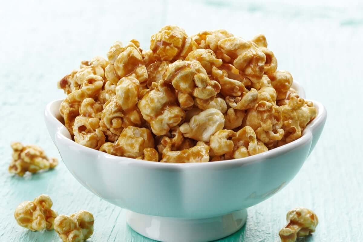 A bowl of caramel corn.