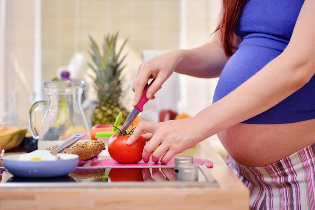 Eating healthy during pregnancy; pregorexia.
