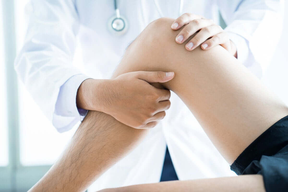 Physiotherapy of the knee.