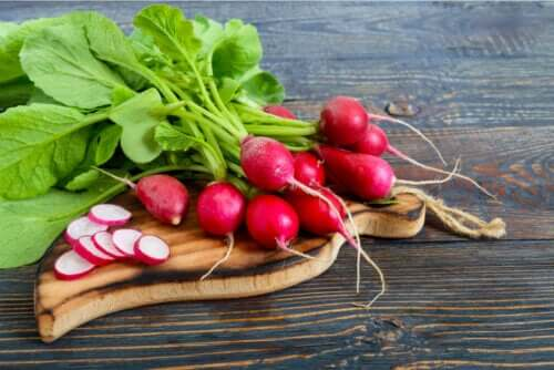 Radish Leaves: The Benefits and Ways to Use Them