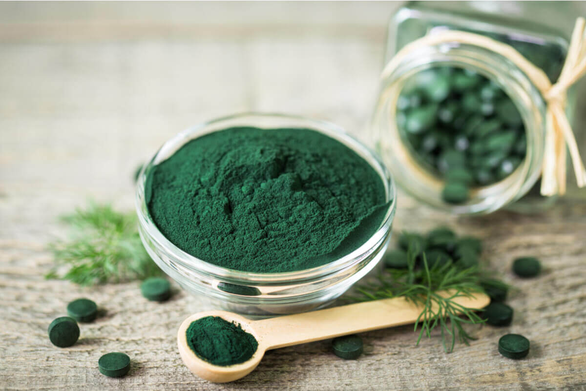 Spirulina in powder and capsule forms.